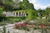 Banho romano no pátio do Palácio de balchik, Bulgária — Fotografia Stock