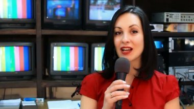 TV reporter in front of the studio camera — Stock Video