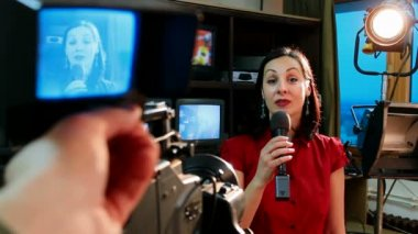 Real tv news reporter in front of the video camera — Stock Video