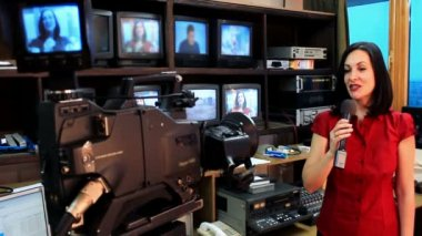 Newscaster in a television studio — Stock Video