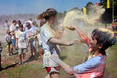Family Throws Colored Corn Starch At Bubble Palooza Event — Stock Photo