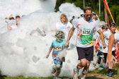 Father And Son Run Through Foamy Bubbles At Bubble Palooza — Stock Photo