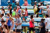 Volunteers Hand Out Water Bottles To Exhausted Runners After Race — Stock Photo