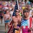Young Man Carries Large American Flag In Atlanta 10K Race — Stock Photo #53310059