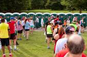 10K Runners Wait In Line To Use Portable Toilets — Stock Photo