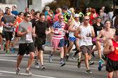 Runner Dressed In Stars & Stripes Runs In Atlanta Race — Stock Photo