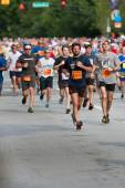 Throng Of Runners Run In July 4 Atlanta Road Race — Foto de Stock