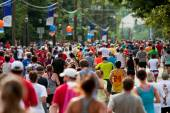 Thousands Run Toward Finish Line Of Atlanta Peachtree Road Race — Foto de Stock