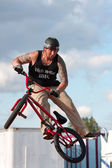 Man Spins His Bike In MidAir Performing At BMX Show — Stock Photo