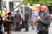 People Wait In Line To Order Meals From Food Trucks — Stock Photo