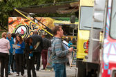 People Wait In Line To Buy Meals From Food Trucks — Stock Photo