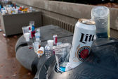 Beer Cans And Trash Litter Area Outside Sports Stadium — Stock Photo