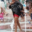 Mother And Child Get Soaked Playing In Atlanta Park Fountain — Stock Photo #65571825