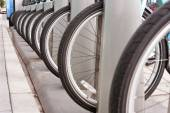 Bicycle Tires Are Lined Up In A Uniform Row — Stock Photo