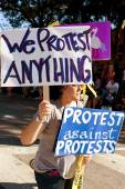 A Protester Against Protests Carries Signs In Oddball Miami Parade — Stock Photo