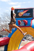 Teen Soars Above Rim To Dunk Basketball In Carnival Game — Stock Photo