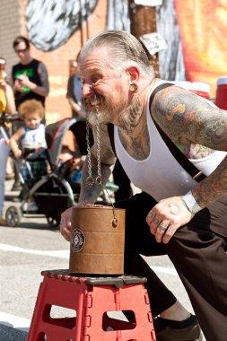 Man Uses Eyelids To Lift Bricks In Atlanta Freak Show