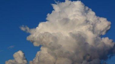 Zeitraffer schöne Wolke Bewegung am Himmel — Stockvideo