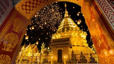 Wat Phra That Doi Suthep And Sky Fire Lantern Background Famous Temple of Chiang Mai, Thailand — Stock Video