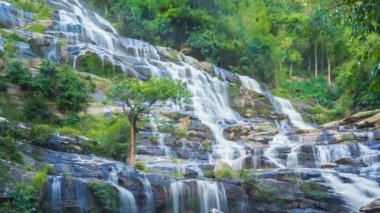MAEYA Waterfall Famous Cascade Of Inthanon National Park, Chiangmai, Thailand (pan shot) — Stock Video