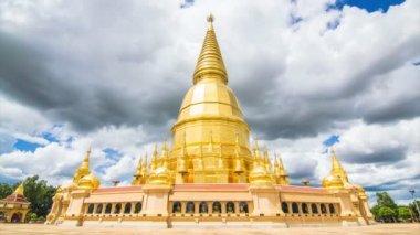 Golden Pagoda Sri Vieng Chai Of  Phra Phutthabat Huai Tom Temple Lamphun, Thailand — Stock Video
