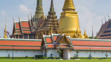 Wat Phra Kaew Famous Temple Of the Emerald Buddha Bangkok, Thailand (zoom out — Stock Video