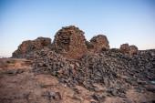 Mountain on the sunset near the Bahariya Oasis in the Sahara Desert in Egypt — Stock Photo