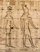 Egyptian hieroglyphs on the wall in a temple — Stockfoto