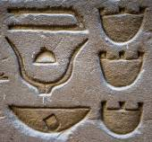 Horus tapınağın Mısır'daki duvarda Mısır hiyeroglif — Stok fotoğraf