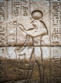 Egyptian hieroglyphs on the wall in the Sobek temple in Kom Ombo, Egypt — Стоковое фото