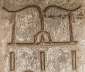 Egyptian hieroglyphs on the wall in the Sobek temple in Kom Ombo, Egypt — Foto de Stock