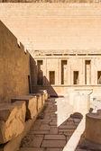 Del av bårhus temple of Hatshepsut, västra stranden av Nilen — Stockfoto