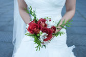 Bride with bouquet of flowers — Stockfoto