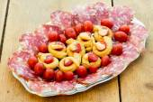 Taralli piccanti with tomato mayonnaise and salami — Stockfoto