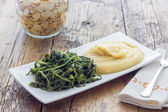 Mashed fava beans with chicory — Stock Photo