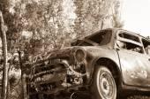 Gammal rostig bil — Stockfoto