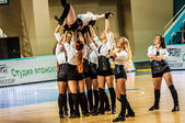 "Girl Cheerleading appear on stage Match of the Euroleague Basketball FIBA womens ""Nadezhda"" (Orenburg region) - ""Imos Brno"" (Czech Republic) — Stock Photo"