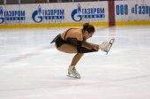 Girl figure skater in singles skating — Stock Photo
