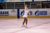 Girl figure skater in singles skating. — Stock Photo