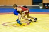 The boys compete in Greco-Roman wrestling, Orenburg, Russia — Stock Photo