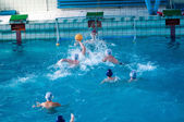 The boys play in water polo. — ストック写真
