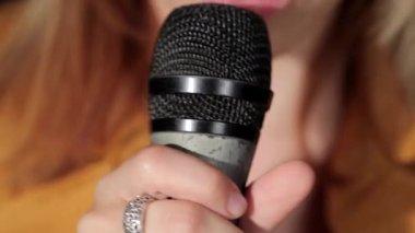 Mikrofon müzik stüdyosu, şarkı — Stok video