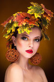 Woman portrait in autumn fashion concept — Stock Photo