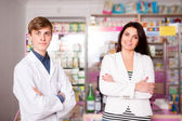 Customer and pharmacist smiling — Stock Photo