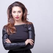 Profesional mujer sexy conforman fondo gris — Foto de Stock