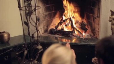 Wife and husband in front of the fireplace — Stockvideo