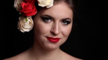 Beautiful Girl with professional make up and roses in head — Stock Video