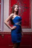 Beautiful retro style woman in blue dress on red vintage backgro — Stockfoto