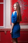 Sensual girl in blue evening dress in red vintage interior — Stockfoto
