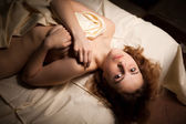 Hot sexy woman with perfect body lying naked in bed — Stock Photo
